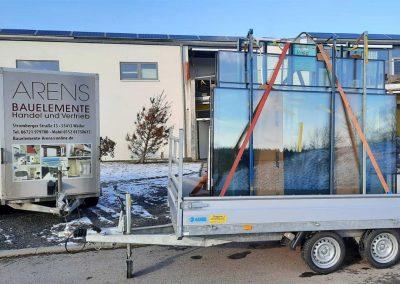 Fenstermontage mithilfe eines Autokrans in Niederheimbach