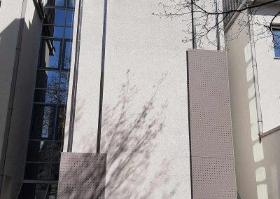 Alu-Lochblechverkleidung am Bürogebäude zur Vogelabwehr
